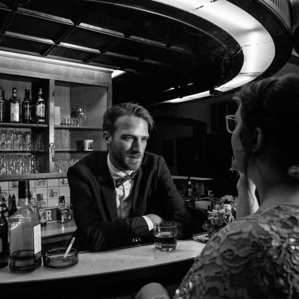 Hochzeitsshooting in einer Bar